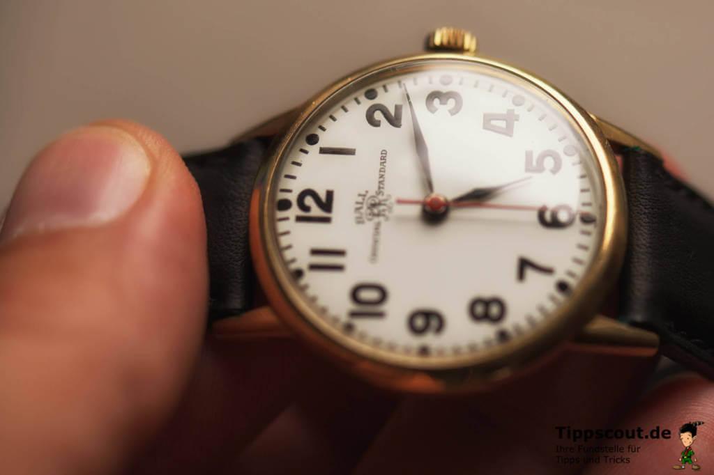 Himmelsrichtung bestimmen mit der Armbanduhr