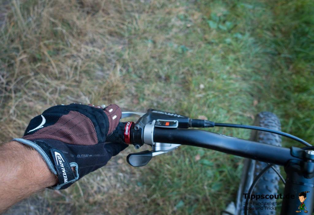 Hände kribbeln: Fahrradhandschuhe können Ursache sein.
