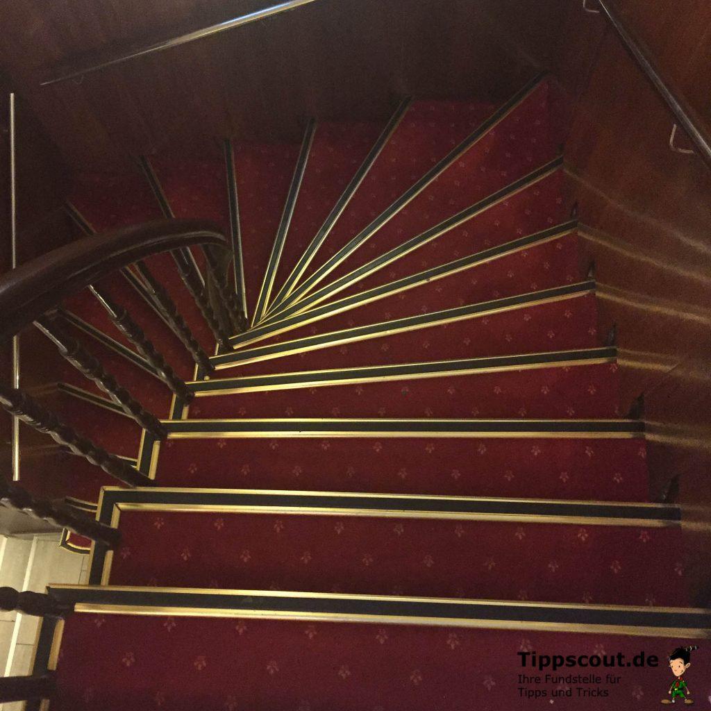 Besser als Aufzug: Gehen Sie auf Treppen und bleiben Sie dabei in Bewegung.
