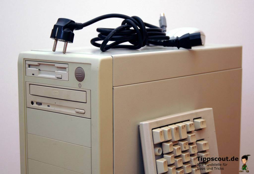 Oberteil eines Tower-Computers um die Jahrtausendwende.