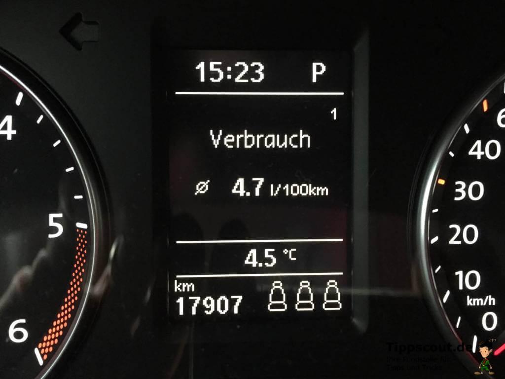 Bordcomputer im Auto zum Benzinverbrauch berechnen