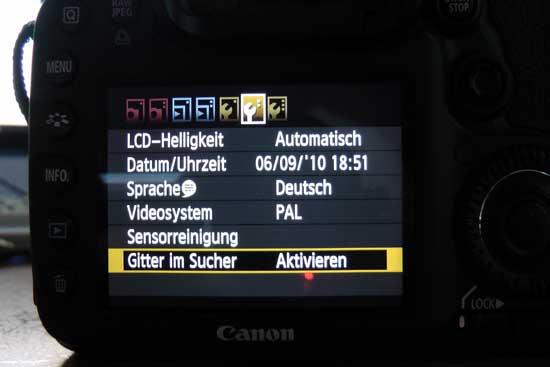 Canon EOS 7D Menü zum Einschalten der Gitternetzlinien im Sucher - (Foto: Martin Goldmann)