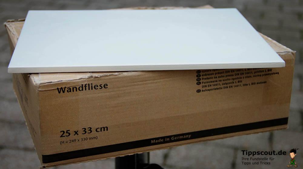 Fliese auf Paket - (Foto: Markus Schraudolph)