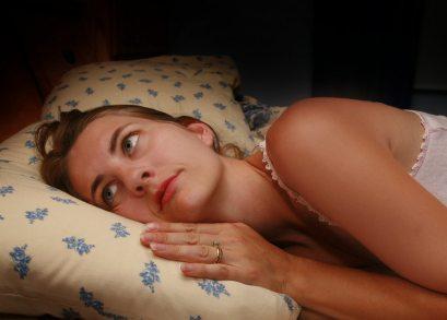 Schlaflose Frau - (Foto: iStockphoto/sdominick)