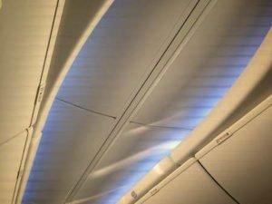 Gepäckfächer in einem Flugzeug - (Foto: Martin Goldmann)