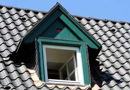 Offenes Dachfenster - (Foto: iStockphoto/Norbert Bieberstein)