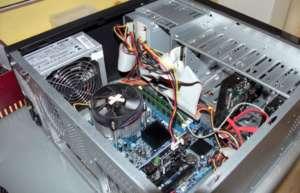 Computer startet nicht? Dann kann es an internen Steckverbindungen liegen.