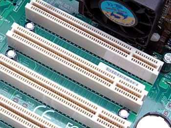 So sieht ein PCI-Slot aus - (Foto: Martin Goldmann)