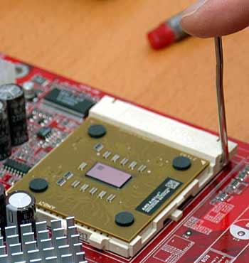 Die Verriegelung schützt den Prozessor vor dem Lockern - (Foto: Martin Goldmann)