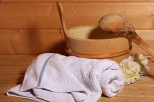 Sauna: Eimer, Schöpflöffel und Handtuch - (Foto: iStockphoto/Petra Wanzki)