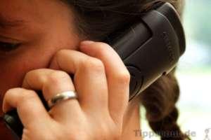 Richtig telefonieren - Frau telefoniert
