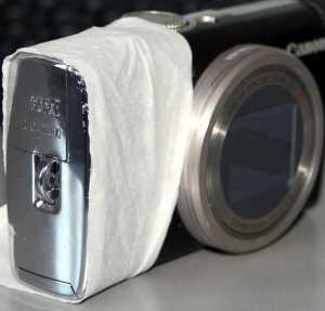 Hilfsdiffusor an Kompaktkamera - (Foto: Markus Schraudolph)