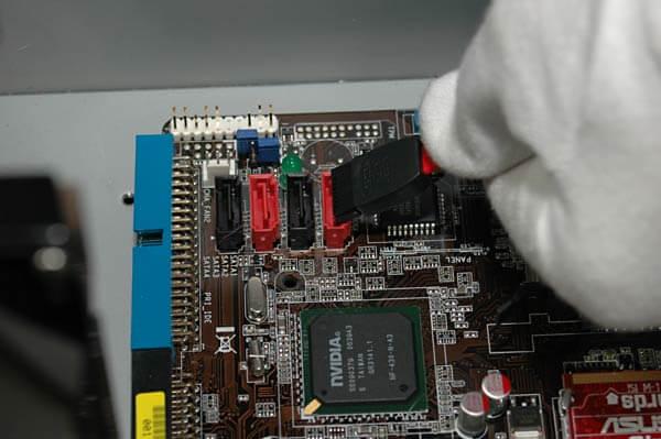 Anschluss einer SATA-Festplatte