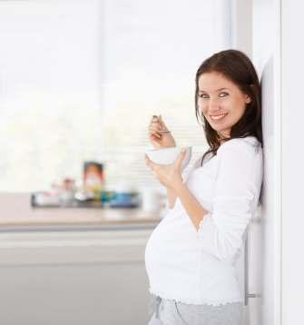 Schwangere beim Essen - (Foto: iStockphoto/nicolas hansen)