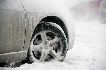 Autoreifen im Schnee - (Foto: iStockphoto/imagedepotpro)
