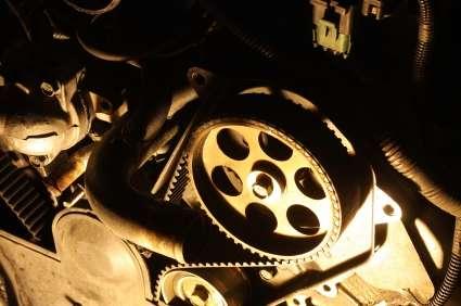 Zahnriemen eines Motors - (Foto: iStockphoto/Ron Bailey)