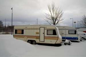 Wohnwagen im Winter - (Foto: iStockphoto.com/CarlssonInc )