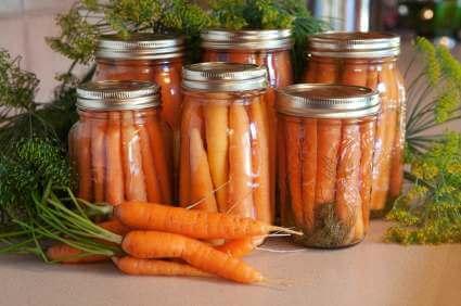 Eingelegte Karotten im Glas - (Foto: iStockphoto/Susan H. Smith)