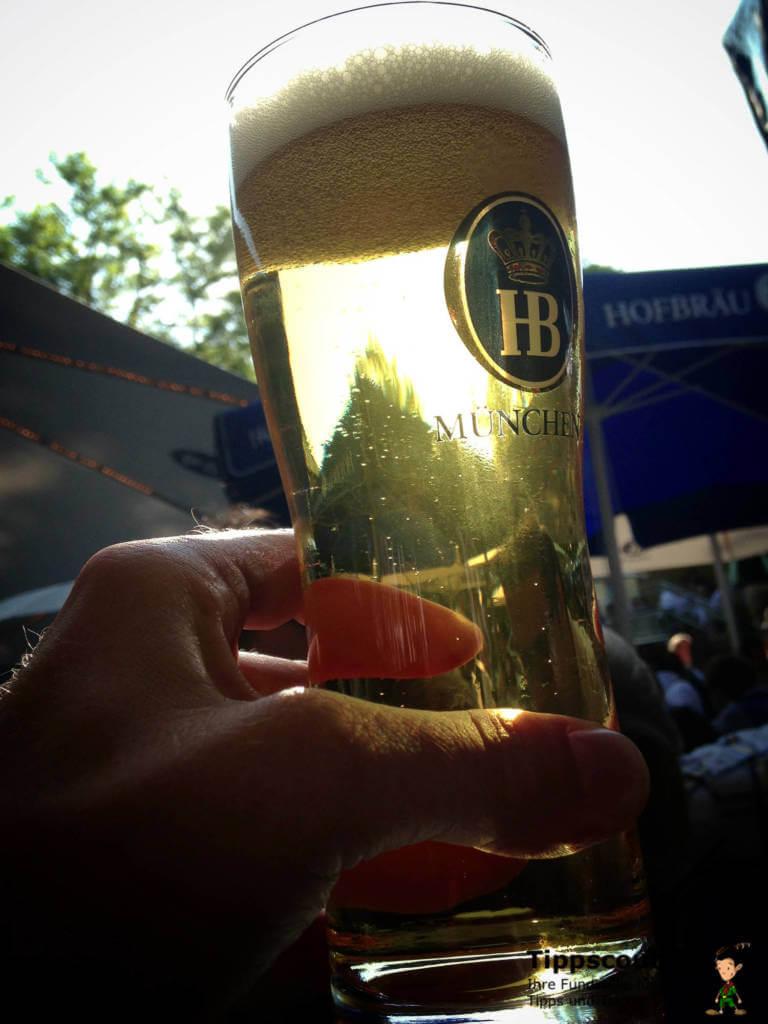 Radler mischen: Erst Limo, dann Bier