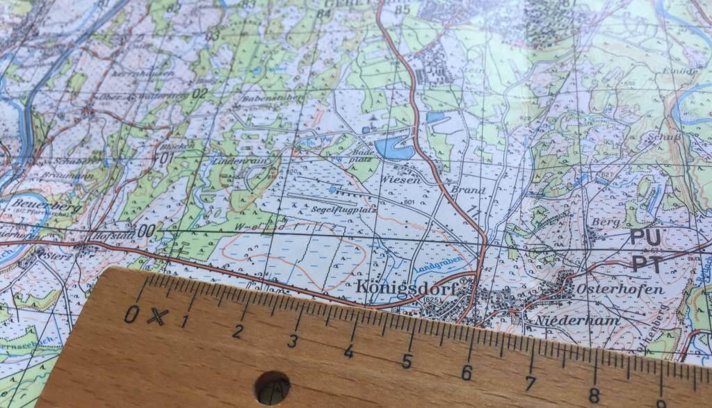 Landkarte mit Lineal